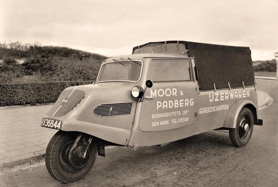 Tempo-bestelwagen-van-Moor---Padberg-ijzerwaren-en-gereedschappen--Den-Haag-1948--Milan-Trommel