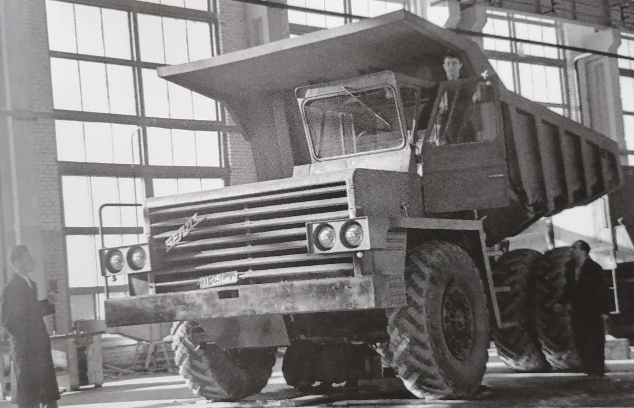 BelAZ-540-steengroeve-truck-met-een-lading-van-27-ton--gemaakt-in-1961