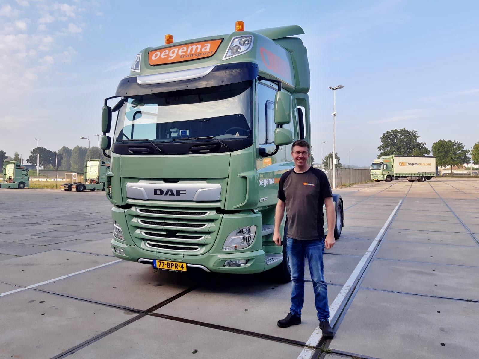 Jeroen-Boertien-heeft-ook-zijn-nieuwe-DAF-in-ontvangst-genomen--18-8-2020