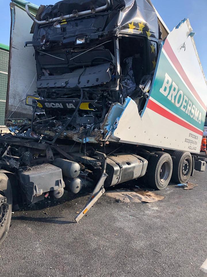 bij-zijn-tweede-leven-in-Polen-dit-ongeluk-waarbij-de-chauffeur-minimale-verwondingen-had
