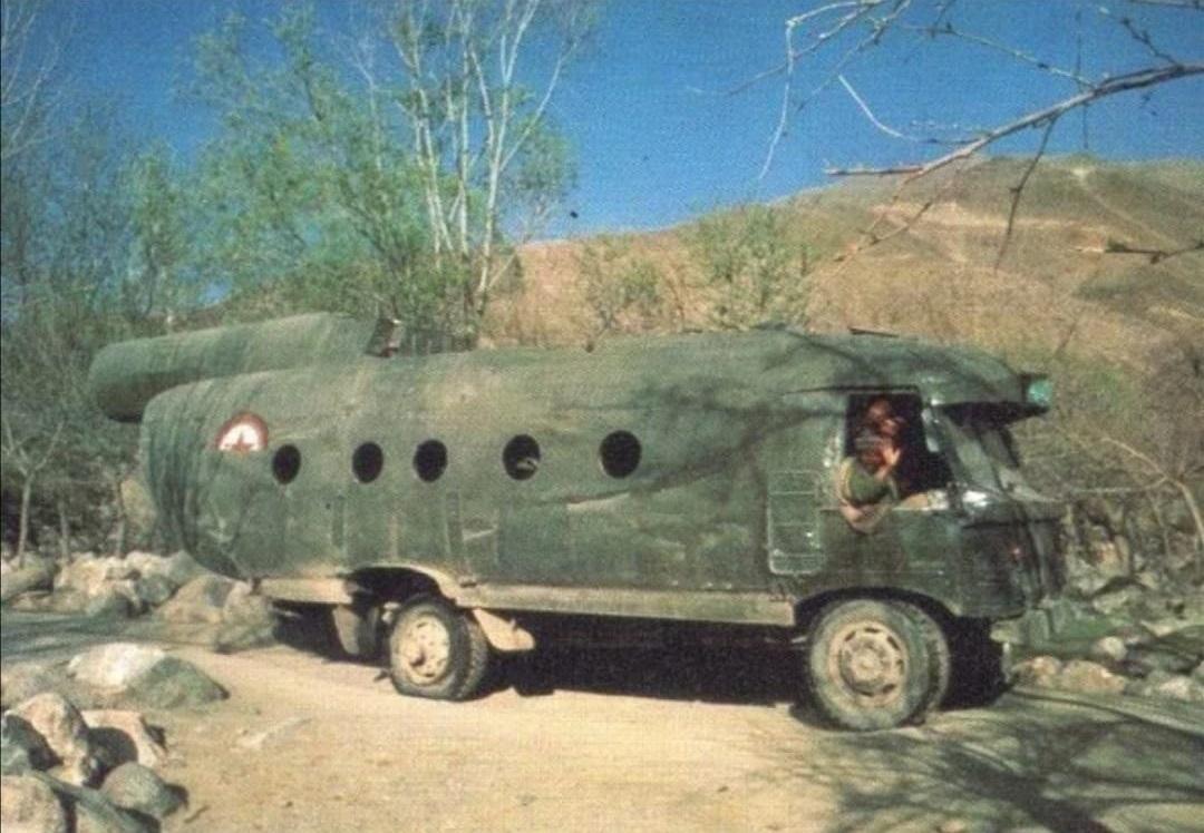 GAZ-66-met-MI-8-helicopter-