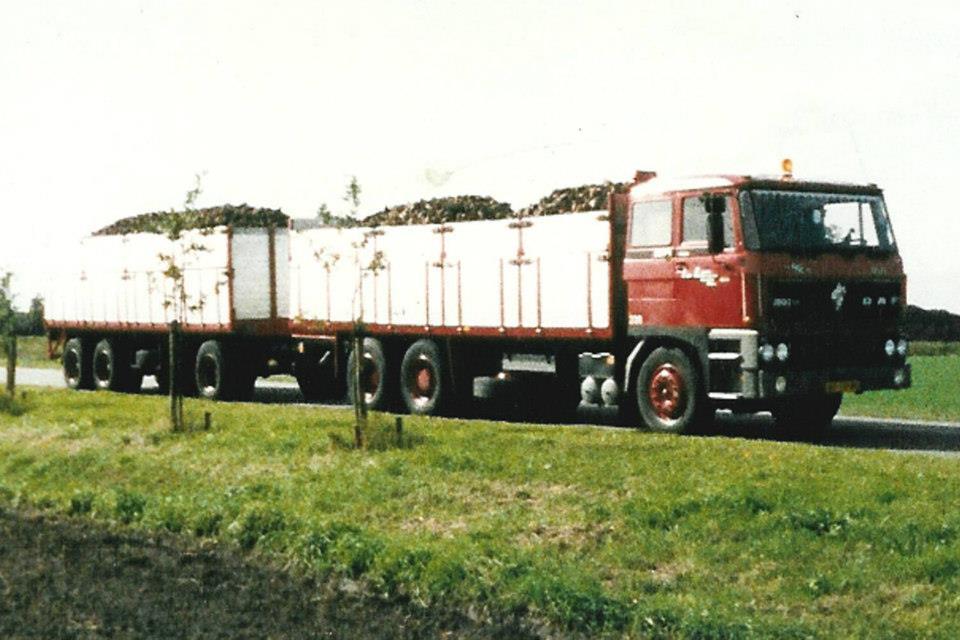 Henk-Bekkers--Deze-Daf-heb-ik-helpen-ombouwen-was-eerst-een-tankwagen-van-de-Lijmfabriek-Delft