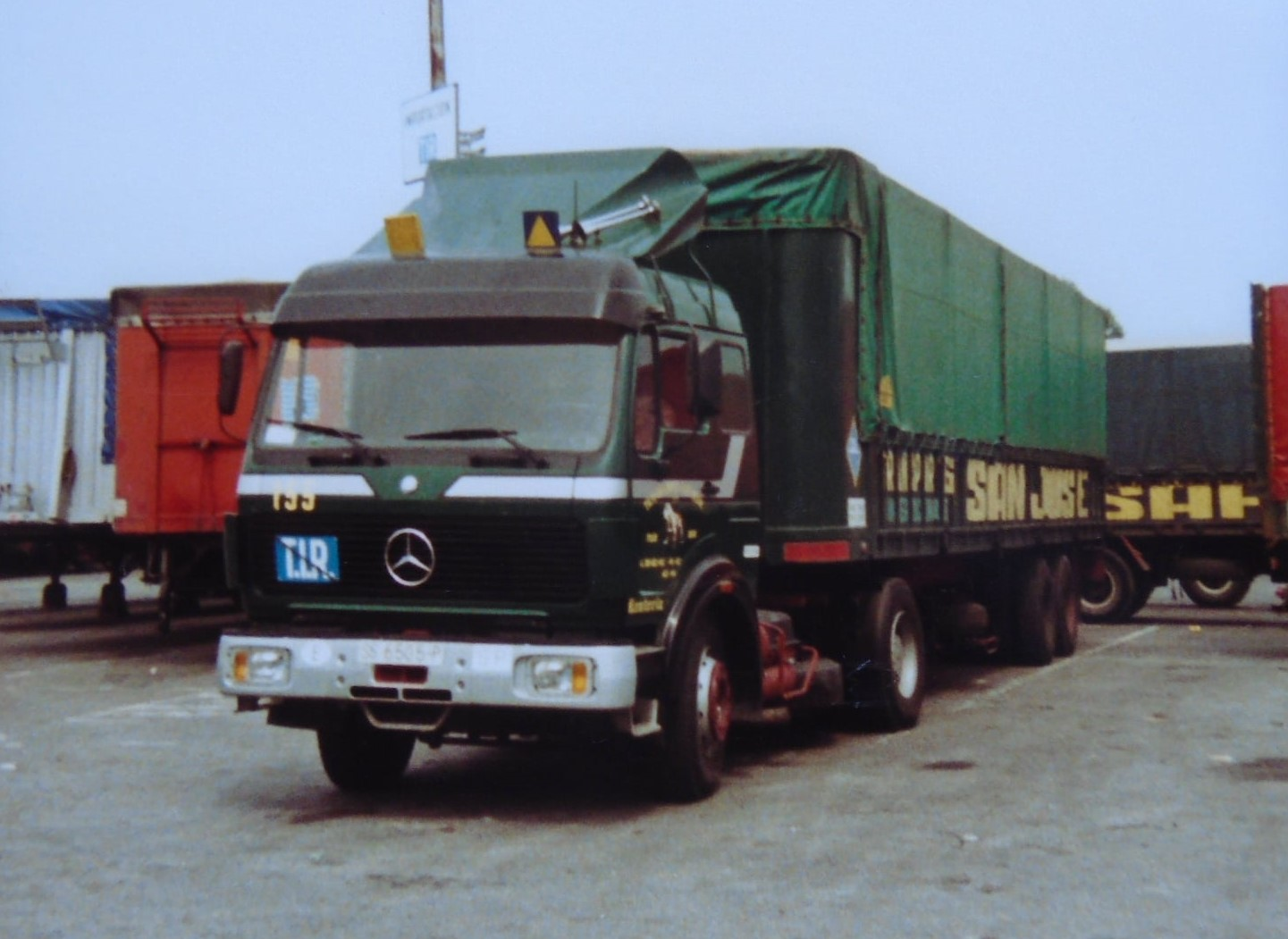 Mercedes-V10-320-PK-zeer-kleine-ezels-