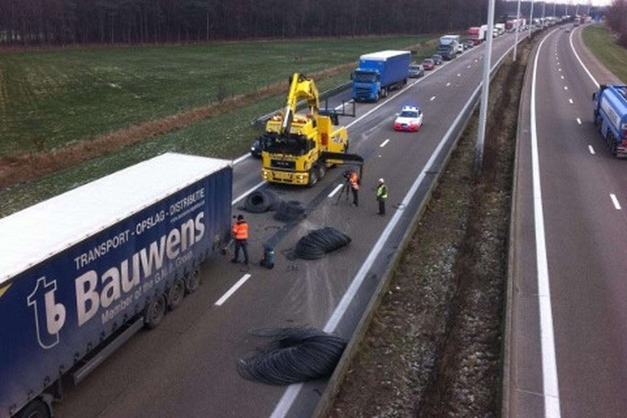 E34-versperd-in-zoersel-door-ongeval-met-vrachtwagen