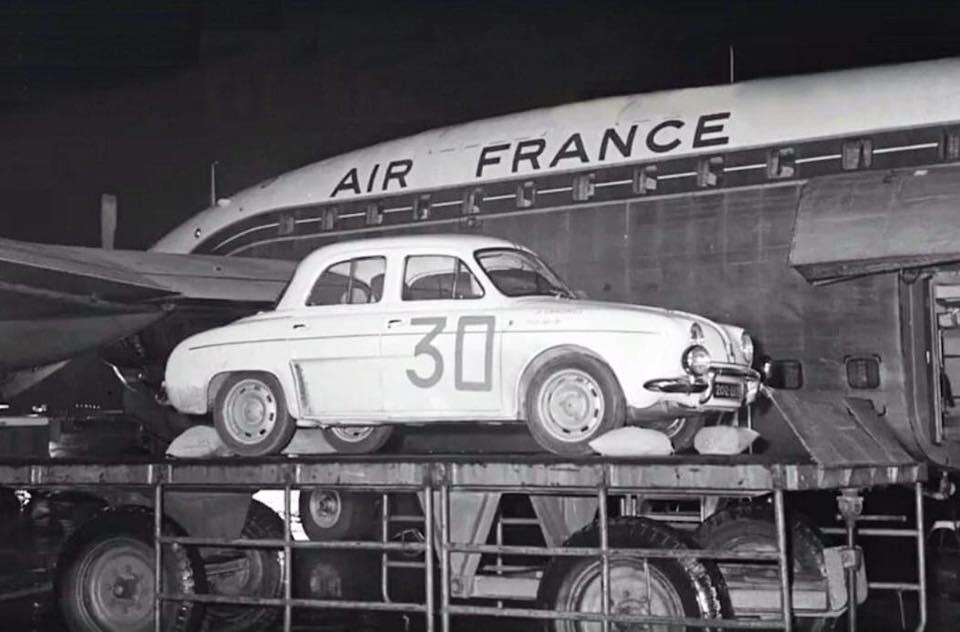 Renault-terug-van-een-rally