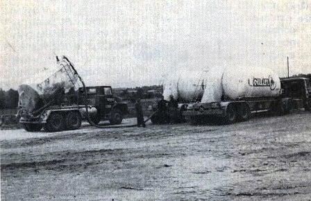 Links-een-Henschel-HS-26--6x6--en-Fiat