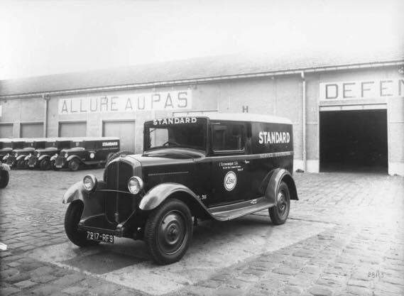 Renault-bestelwagens-kranten-en-Post-wagens--1