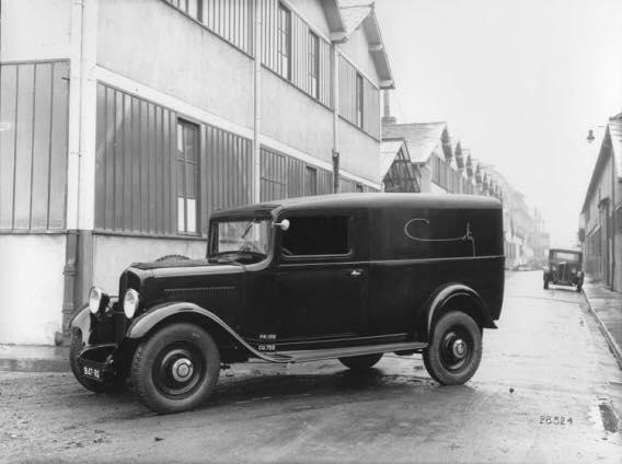 Renault-bestelwagens-kranten-en-Post-wagens--2