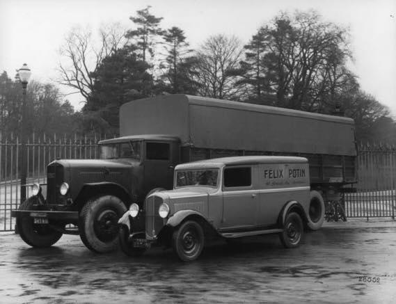 Renault-bestelwagens-kranten-en-Post-wagens--3