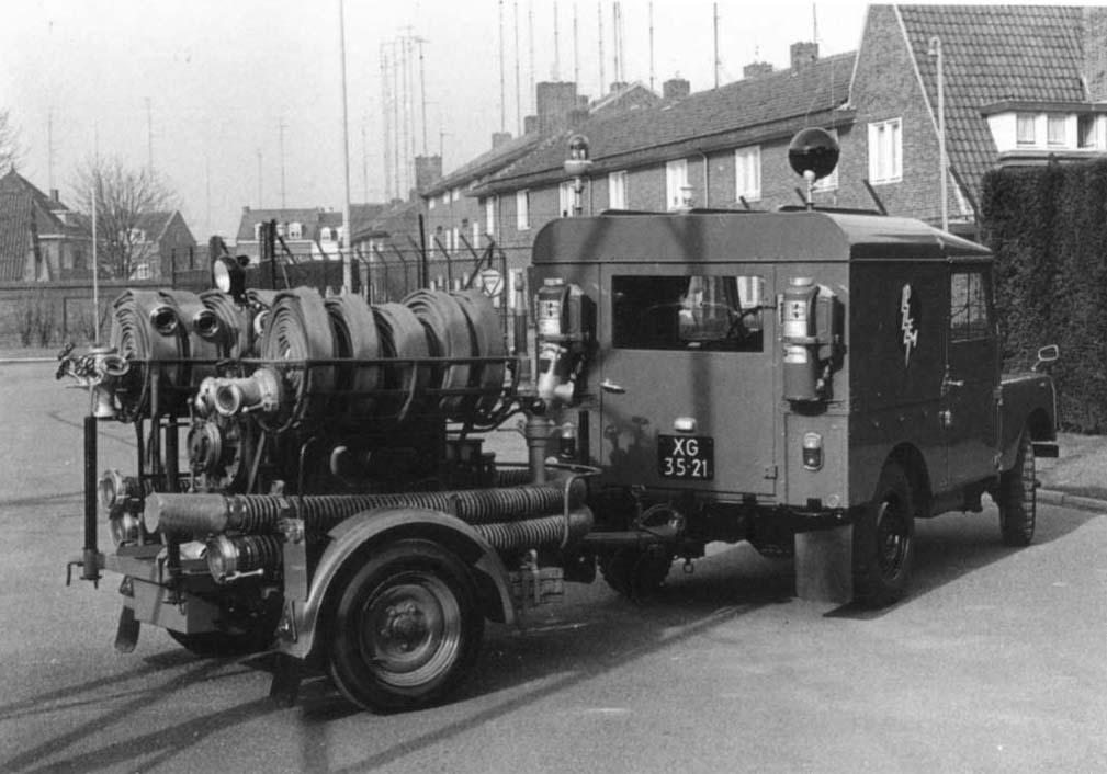 Brandblus-eenheid-landrover-1957-met-motorspuit