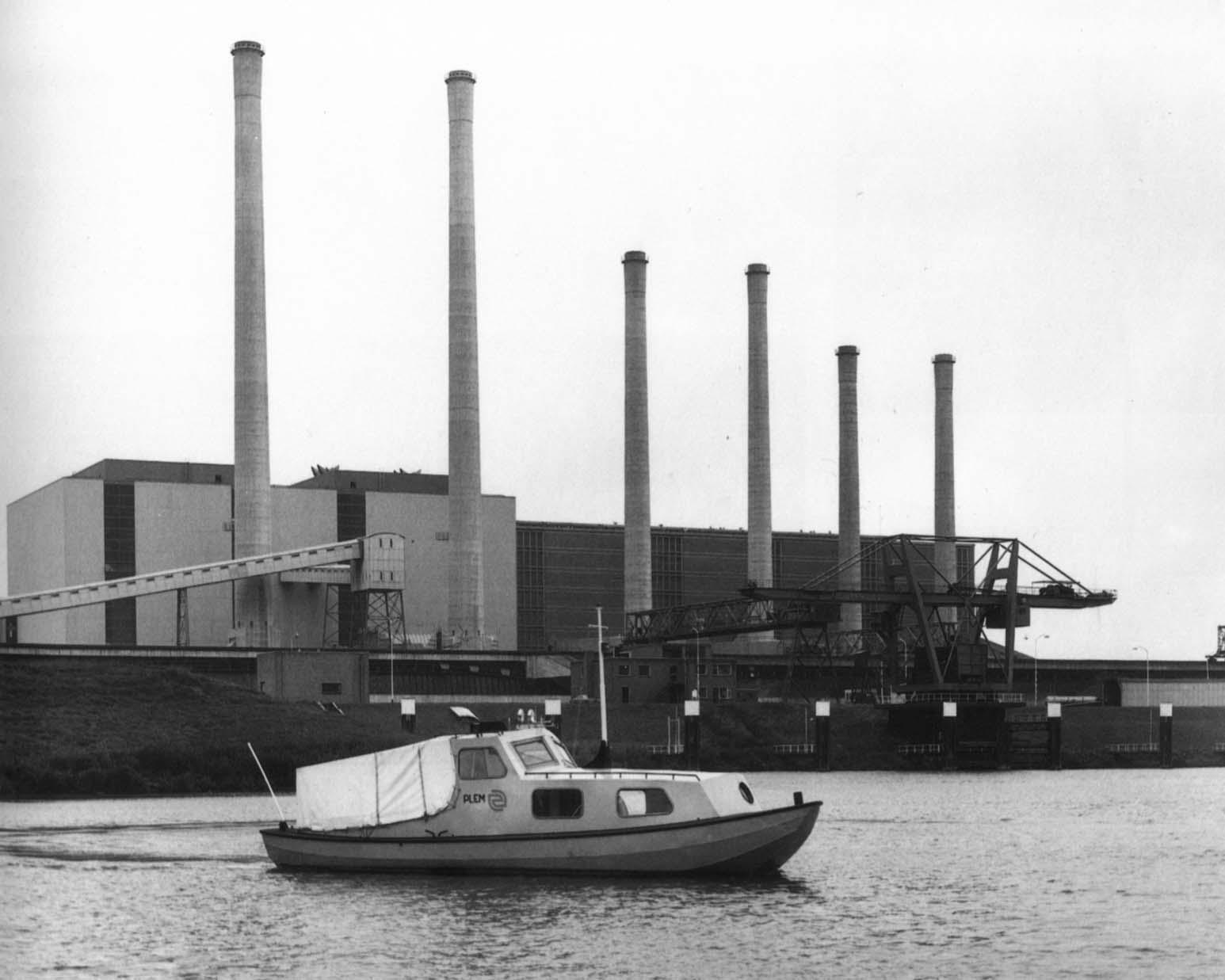 Plem-boot-1972-bij-de-maascentrale