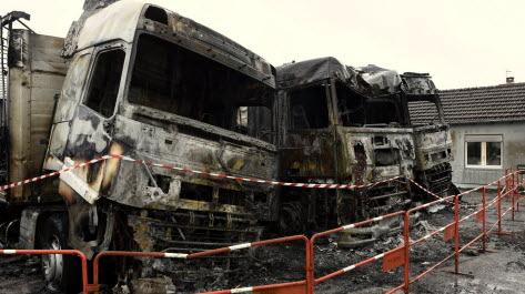 l-incendie-de-ce-jeudi-soir-a-detruit-trois-tracteurs-du-transporteur-pexeen-photo-philippe-briqueleur