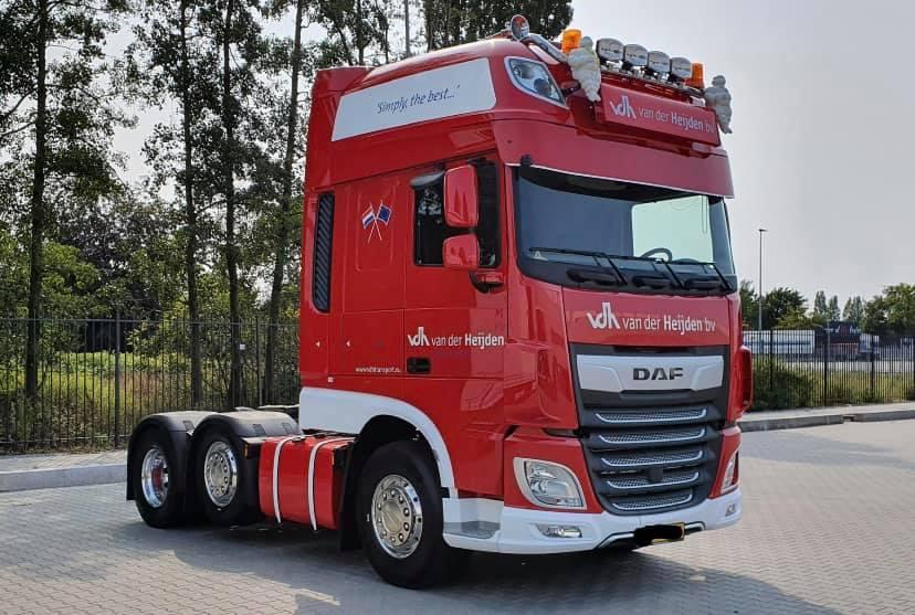 Chauffeur-Ted-Vosters-met-de-eerste-nieuwe-wagen-na-de-brand--11-9-2020--(1)