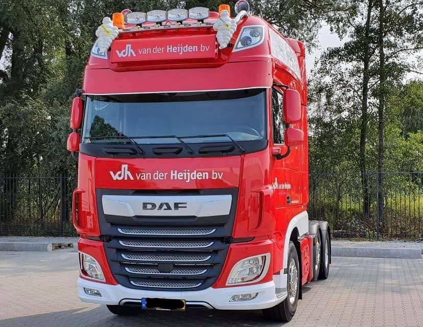 Chauffeur-Ted-Vosters-met-de-eerste-nieuwe-wagen-na-de-brand--11-9-2020--(2)
