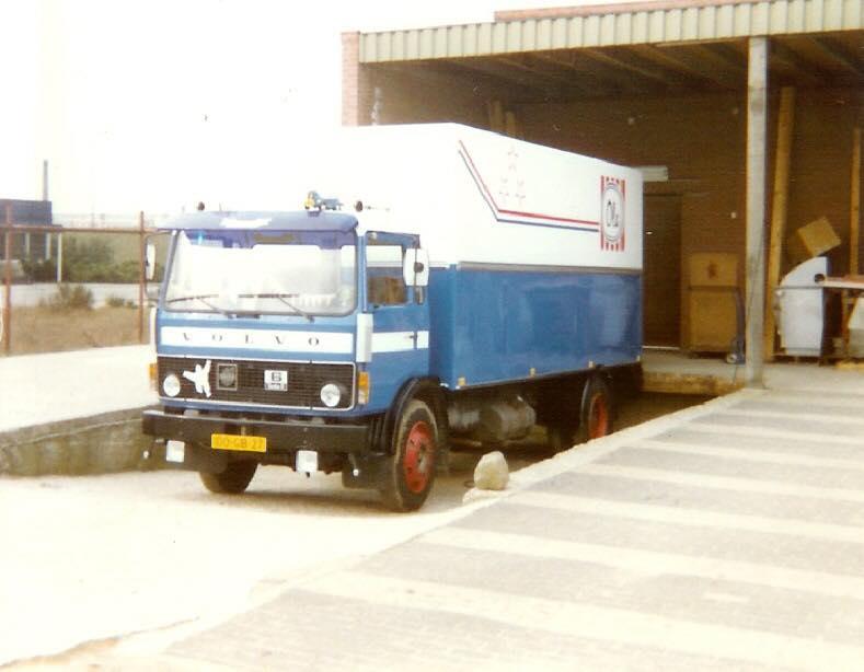 Leo-van-der-Sterren-Volvo-F6-diepvries-vervoer-Ola-ijs--