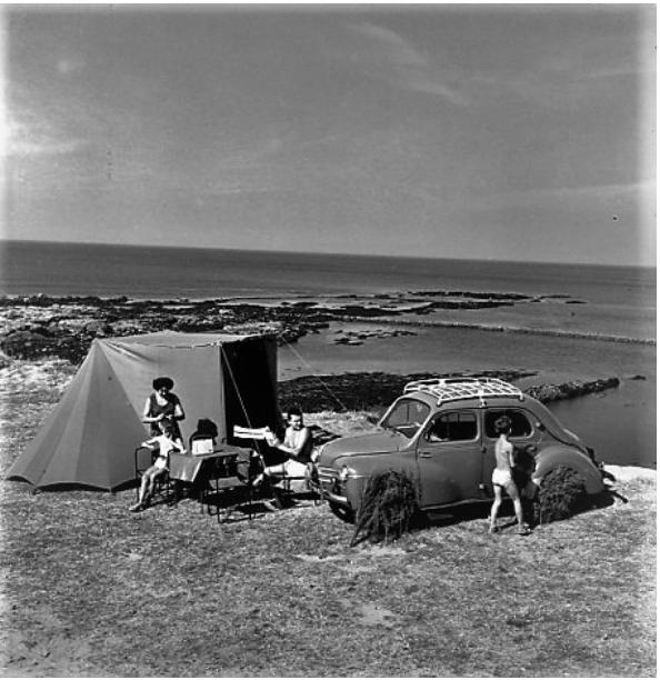 Renault--4-CV-1959-VAKANTIE-HERINNERINGEN-in-SABLES--DOLONNE