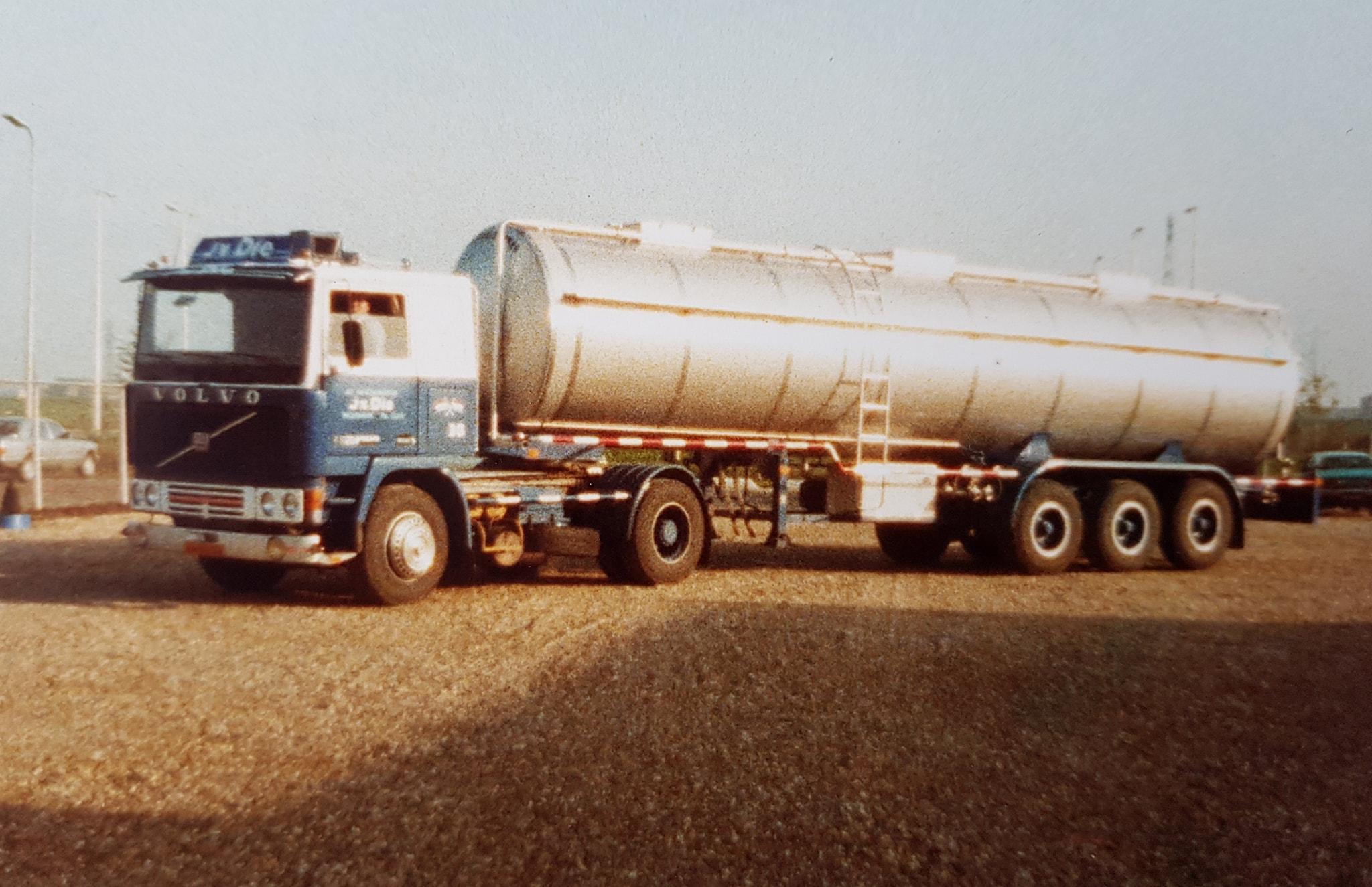 Volvo-met-vloeistof-trailer