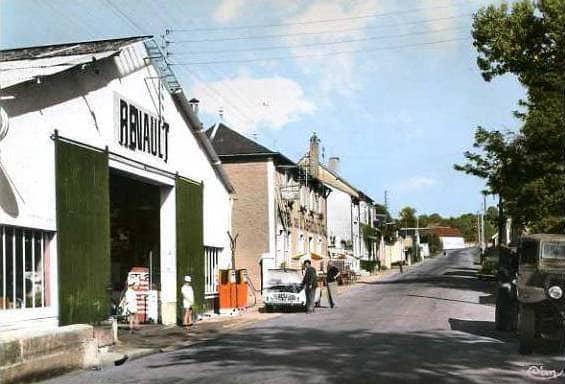 Renault--Moulins-Engilbert-Dept-58--(1)