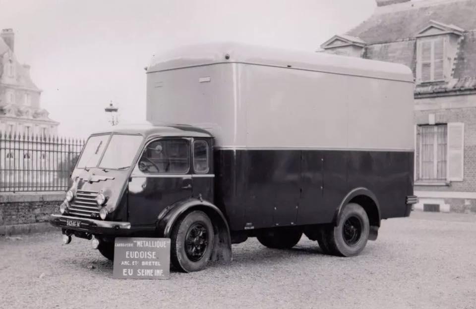 Samua--kastenwagen