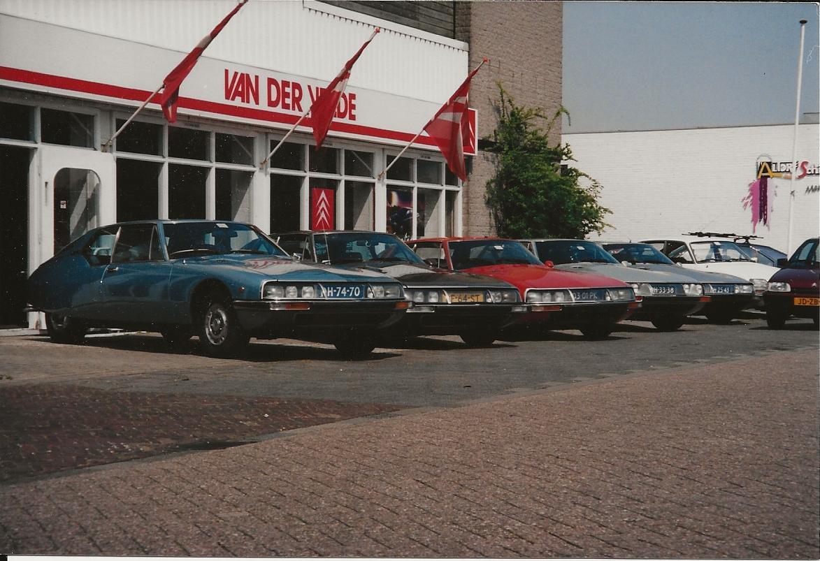 Citroen-dealer-van-der-Velde-in-de-van-Hallstraat-Wassenaar-1995