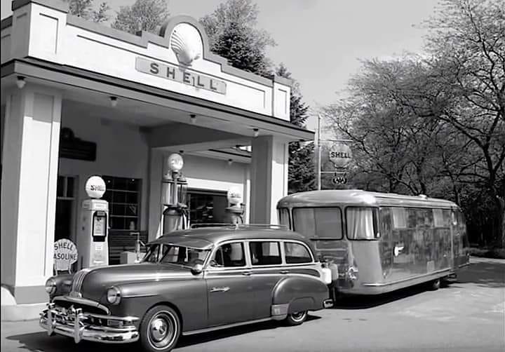 Shell-1950-met-een-Airstream-