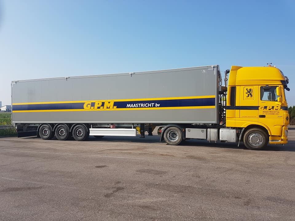 Hub-Knols-met-de-nieuw-walking-floor-trailer-12-9-2020-(1)
