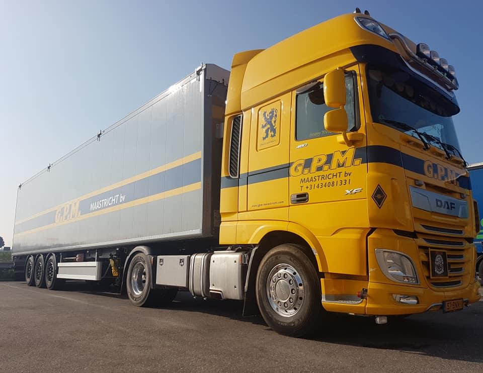Hub-Knols-met-de-nieuw-walking-floor-trailer-12-9-2020-(2)