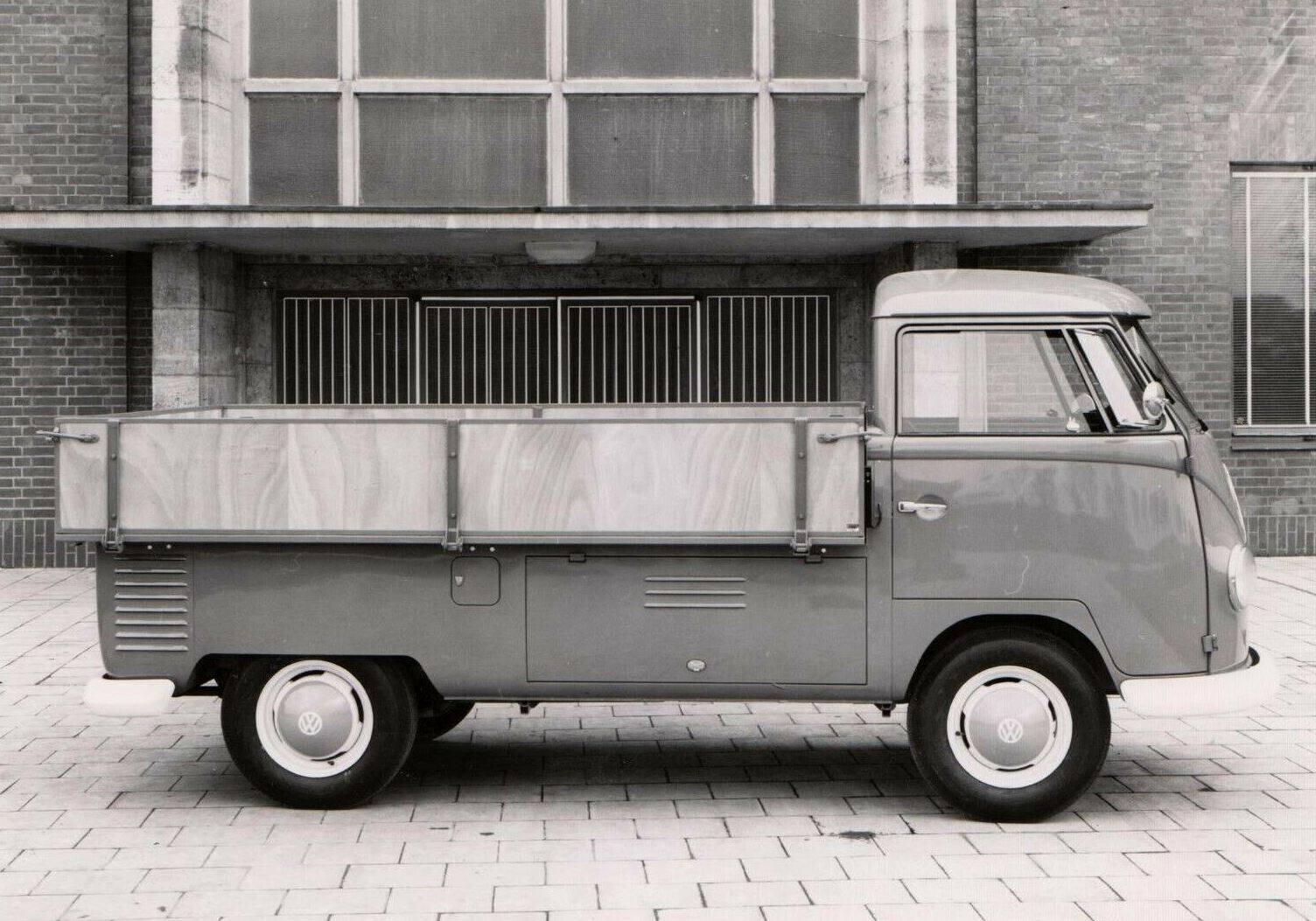 VW-met-openbakje--voordat-de-naam-erop-kwam