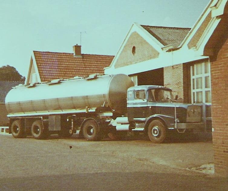 AEC-truck-met-een-Dijkstra-tank