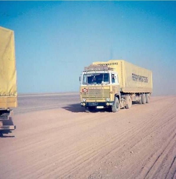 Pierre-Smidts-In-de-woestijn-tussen-Irak-en-Saudi-Arabi-Alcobar---25-van-Zawa-Wils-