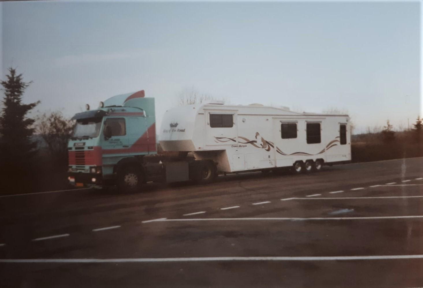 Jan-van-Leendert-met-een-nieuwe-camper-naar-Marsielle---en-weer-terug-want-de-opdrachtgever-kon-hem-niet-betalen