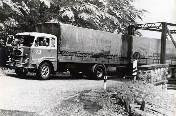 Fiat-682-Chauffeur-en-eigenaar-Faassen-senior-8-tons-brug-