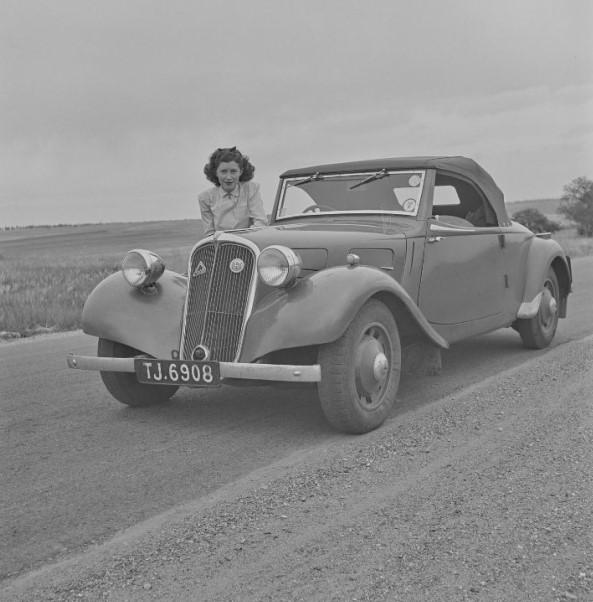 Citroen-Tracion-van-het-fabriek-in-Slough-UK-met-Lucas-licht-cabrio-bestemd-voor-UK-Nieuw-Zeeland-en-Australie