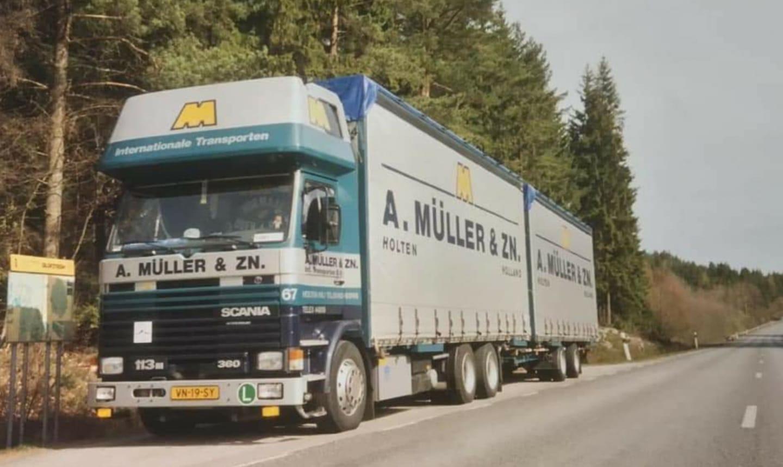 Johan-Derksen-Begin-jaren-negentig-op-de-terugweg-van-Olofstrom-naar-Malmo-geladen-voor-Genk-in-Belgie-iov-Ewals-in-Tegelen-
