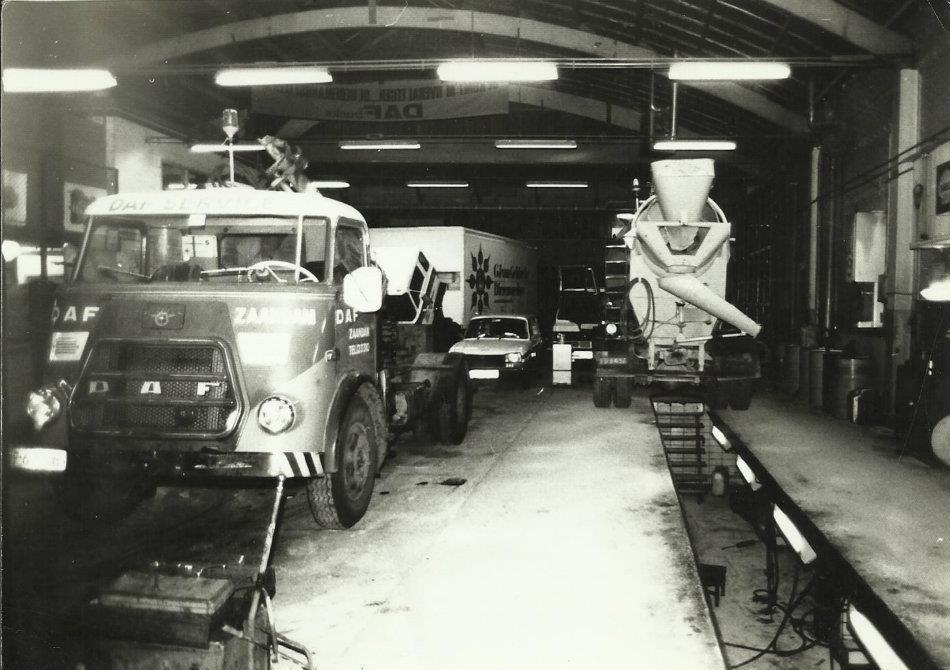 Daf-Zaandam-Vinkenstraat-Fred-Luit-archief--met-Afsleeptruck-A1300-DA-1979(4)