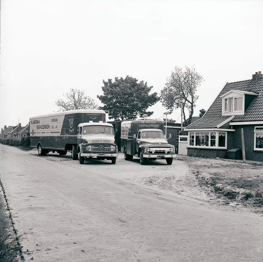 de-eerste-verhuis-wagens