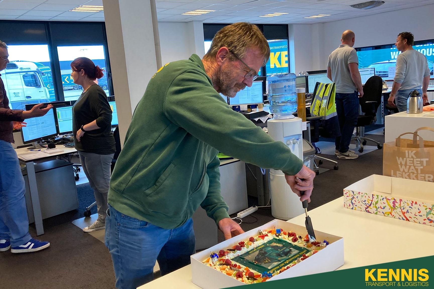 Vandaag-gaat-onze-top-chauffeur-Harrie-Verdaasdonk-met-pensioen-na-34-jaar--16-1-2020---(2)