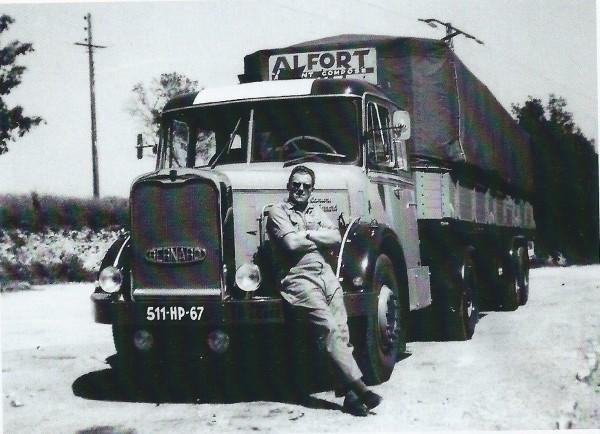 BERNARD-180-35-T-tractor-Pelpel-slaapcabine-in-semi-savoyarde-zeil