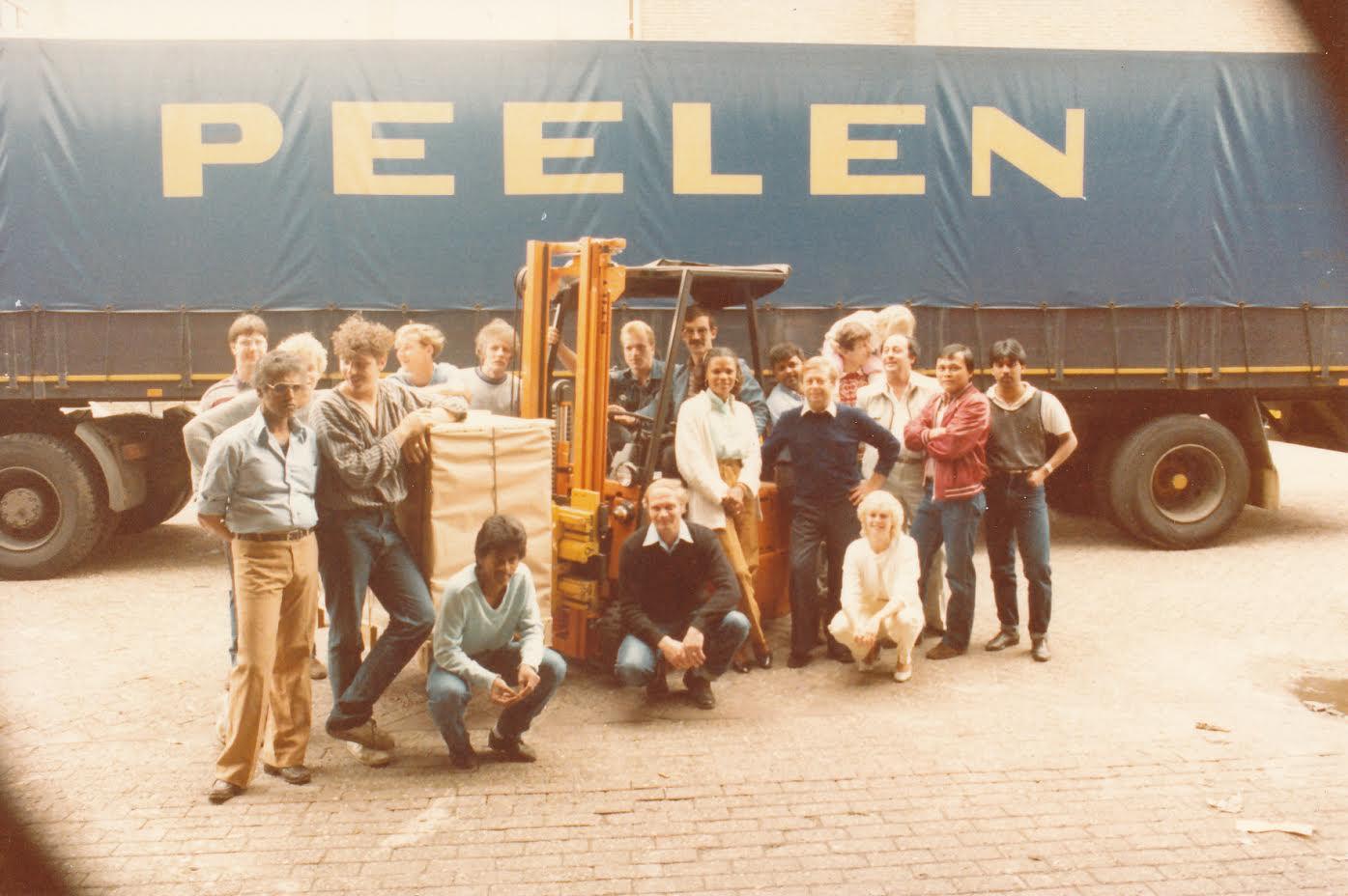 Willem-Voorhans-bij-het-papiermagazijn-van-de-staats-drukkerij