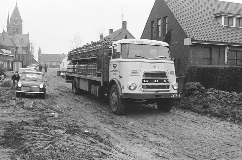 DAF-1973--Molenschot-met-gas-flessen