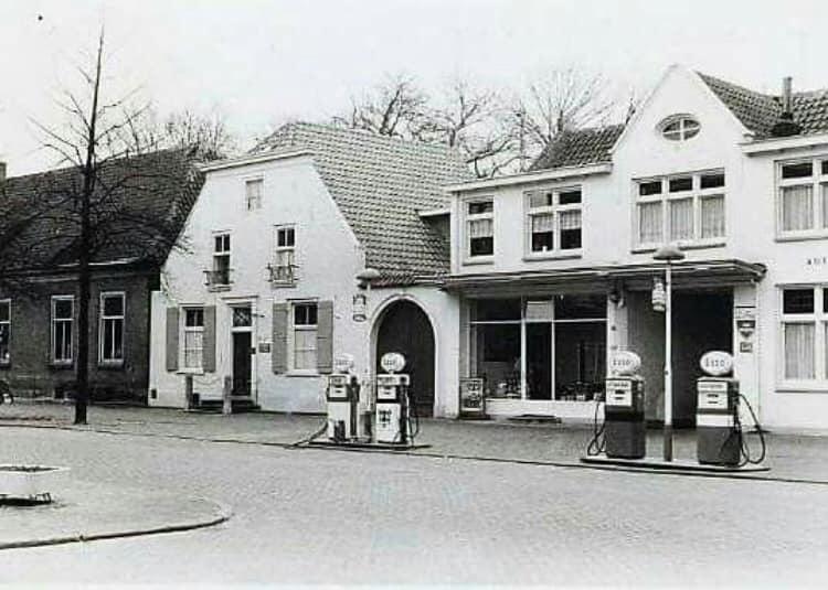 Simca-garage-Driessen--in-Oisterwijk-jaren--70-op-De-Lind