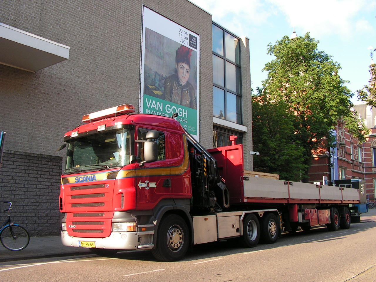 Scania-R380-6-x-2-met-60-tm-kraan-voor-het-Van-Gogh-Museum