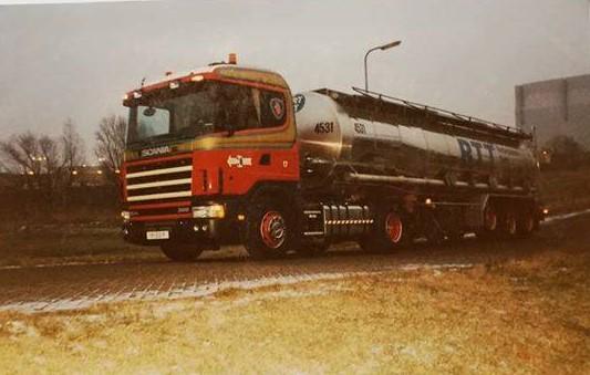Scania-met-vloeistof-tank-trailer
