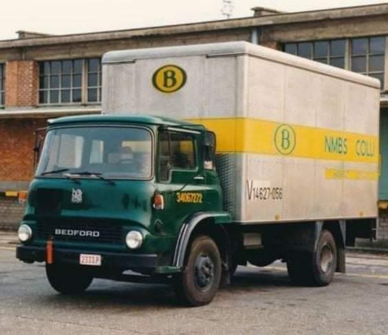 Bedford-TK-Postwagen-in-de-haven