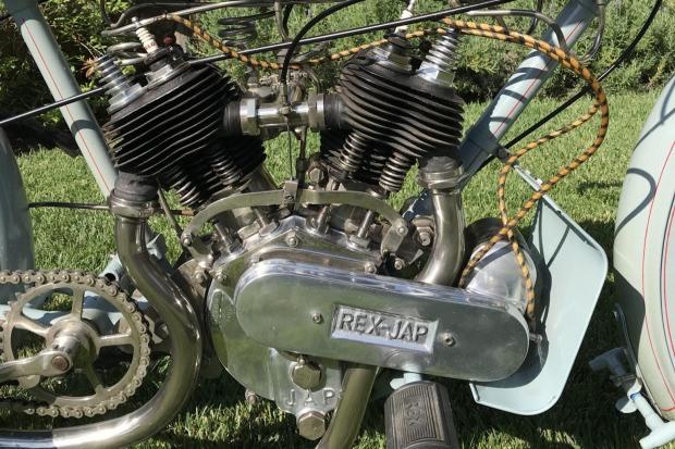 Rex-Jap-1913-aangepast-voor-racing-680-CC-V-twin-(7)