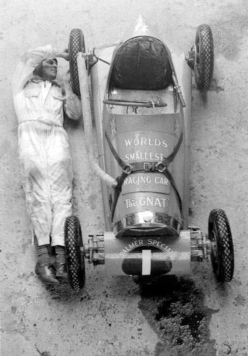 The-Gnat-De-kleinste-raceauto-van-Jean-Reville-ter-wereld-1955--(1)