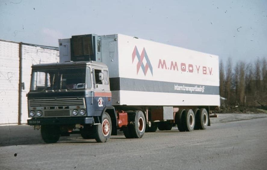 Maarten-Mooy,-DAF-2600--de-BS-50-34-in-goede--foto-bij-aflevering--en-slechte-tijden--In-maart-1972-ongeval-op-de-Delftse-Veiling-met-als-resultaat-de-gekreukelde-Mercedes-en-de-gebutste-DAF-(1)