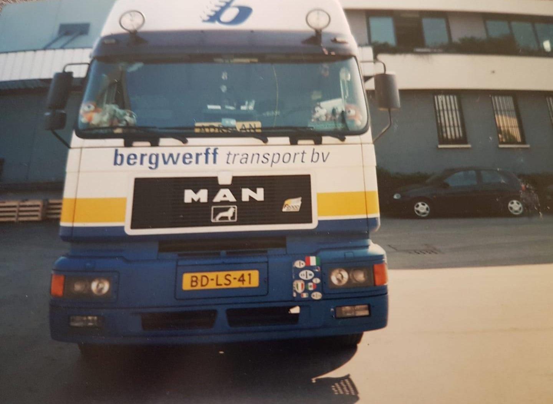 Marian-Bergwerf-Dit-was-mijn-eerste-nieuwe-truck--Sta-hier-bij-Dirk-in-Brescia-ovest-af-te-laden--