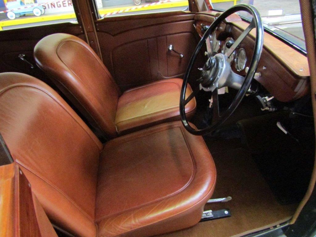 Triumph-Dolomite-Saloon--1938--2000-CC-6-Cyl-kopklepper-4-versnellingen-bladvering-voor-en-achter-(4)