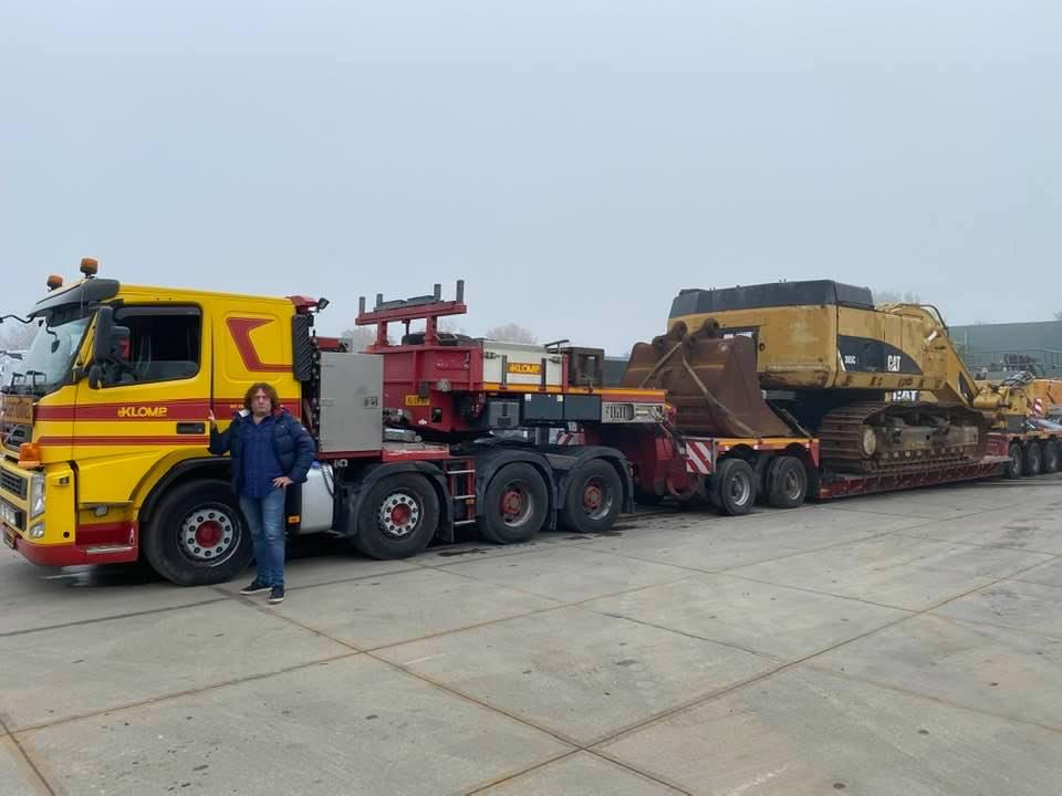 Willem-Meijer--CATERPILLAR-71-tons-rupskraan,-verkocht-aan-METZO-machinery-,-uitvoering--totaal-transport-gewicht-120-ton